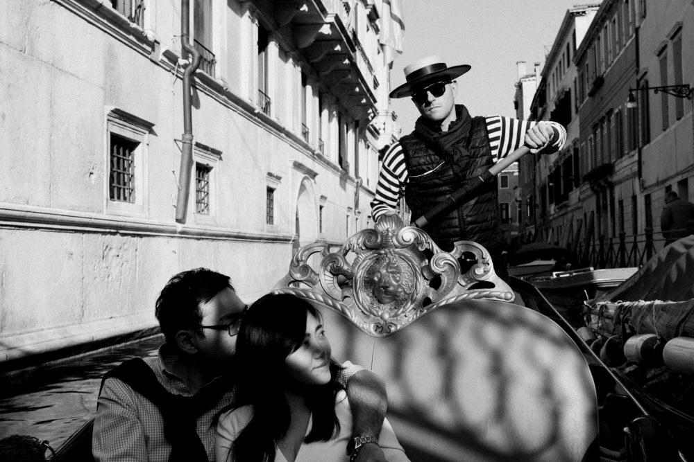 Gondola Couple Photos Venice Romantic walk photoshoot in Venice in October