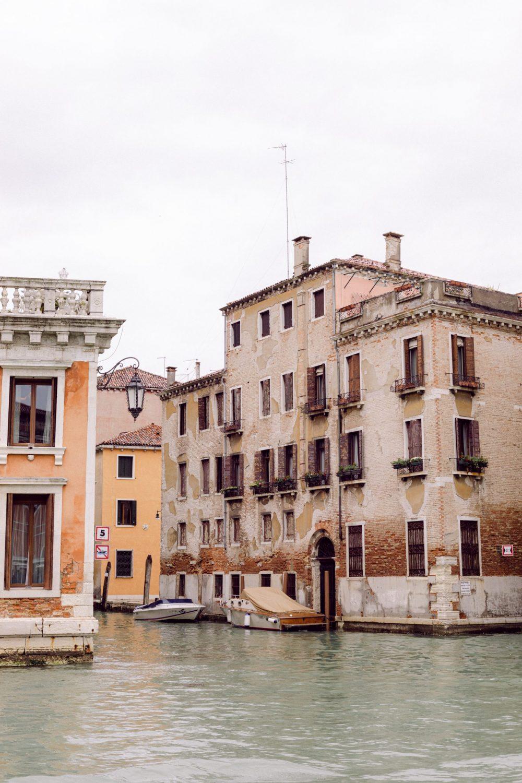 Rainy day of spring in Venice | Honeymoon Photographer in Italy