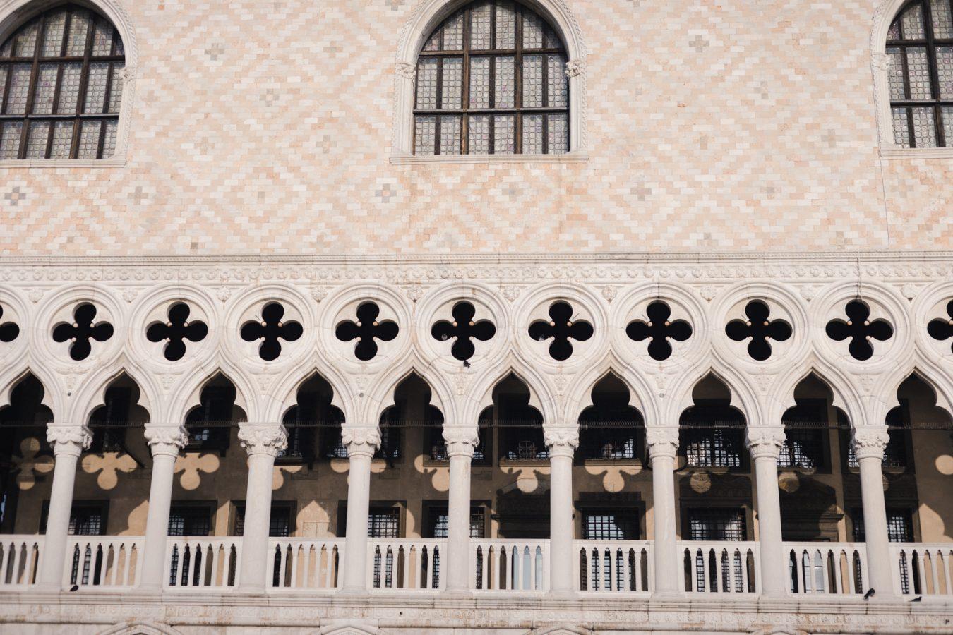 Venice Elopement Photographer Palazzo Ducale Winter Elopement Destination Wedding Elope in Italy